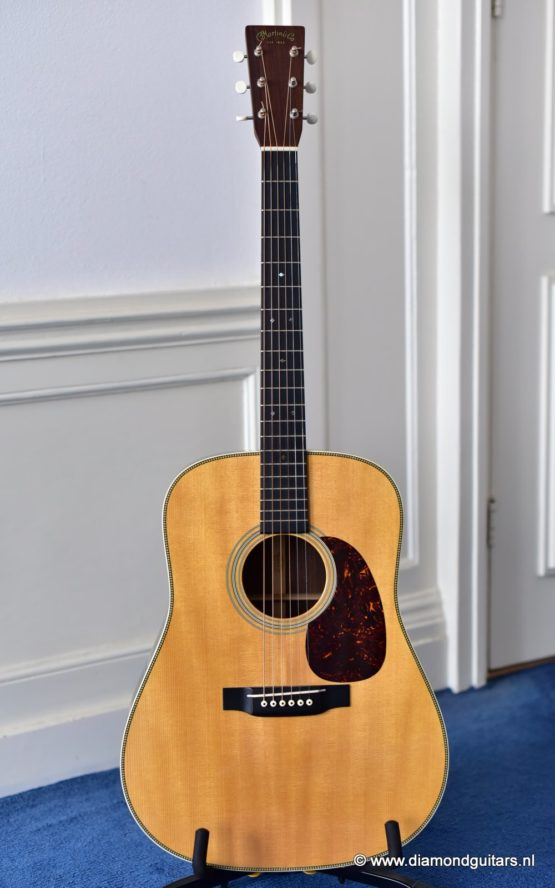 C.F. Martin HD-28V East Indian Rosewood - Sitka Spruce (2012)